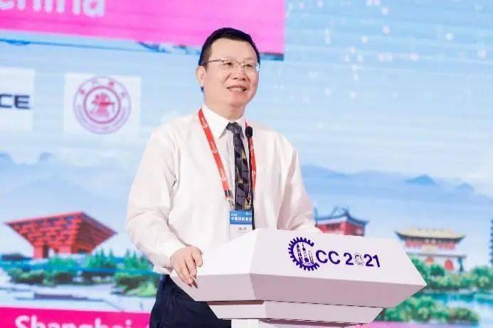大会主席上海大学副校长汪小帆致辞