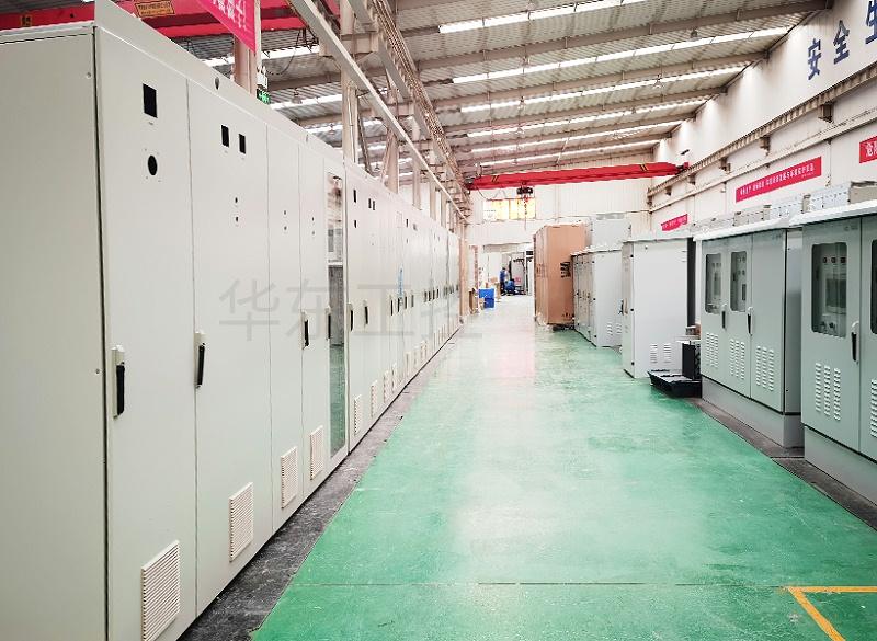 华东工控泵站控制柜生产现场