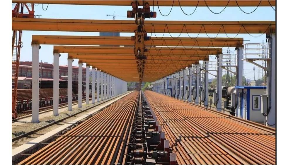 华东工控丨铁路局小李庄500M 焊轨基地7台32 台36台群吊控制系统案例
