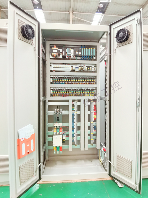 电气控制柜内部细节展示