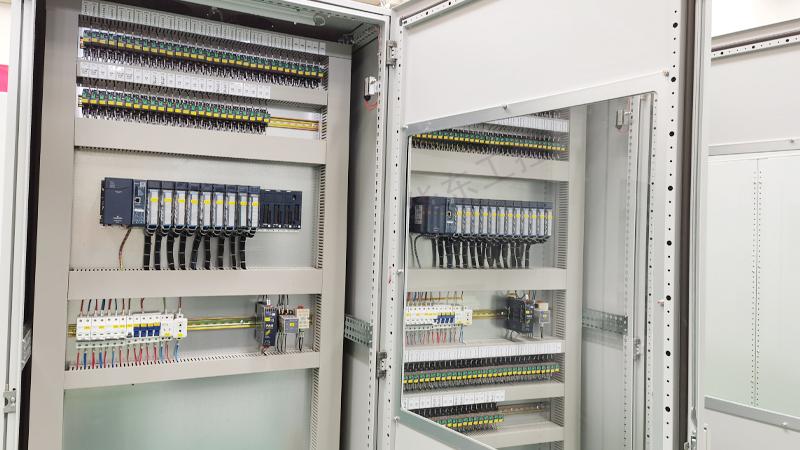 plc控制柜柜内细节图