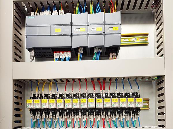 PLC柜细节3.png